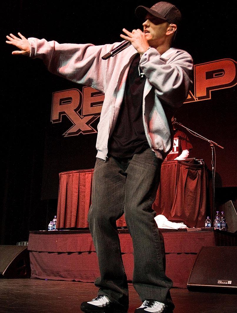 """Eminem optræder til en gratis MySpace-koncert for at fejre udgivelsen af albummet """"Relapse"""" på MotorCity Casino's Sound Board Theater, 19. maj 2009 i Detroit, Michigan. (Foto af Scott Legato/Getty Images)"""