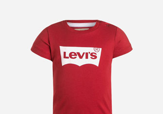 Zalando SKU product LE224G039-G11, red t-shirt with levi's print on it