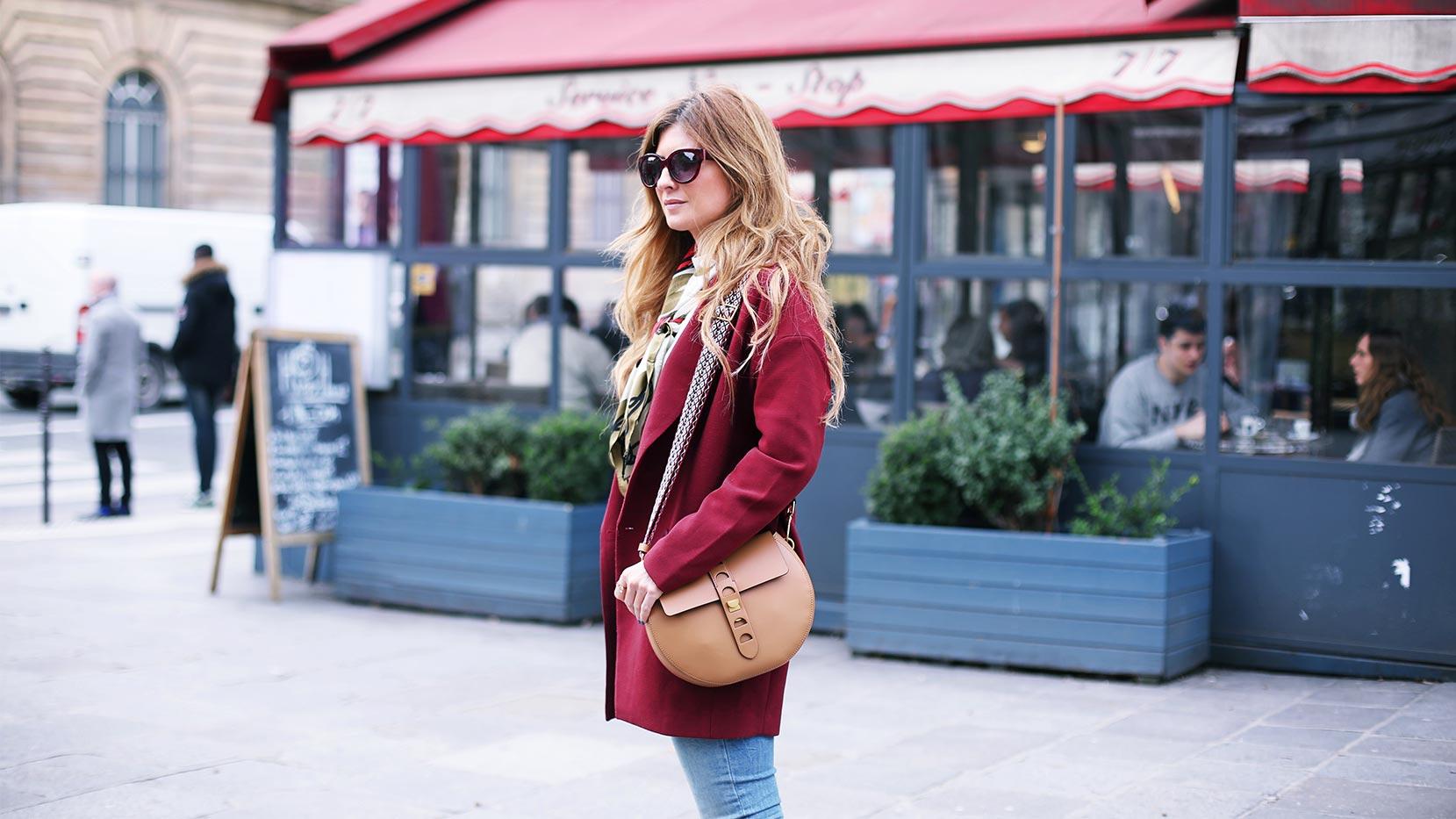 Rebeca Labara en París con su bolso