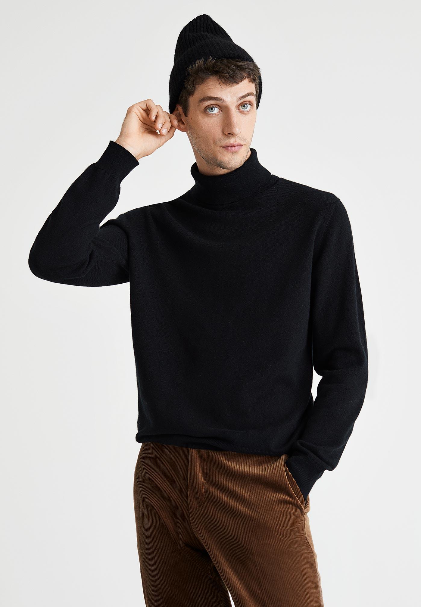 Homme portant des vêtements 100% cachemire