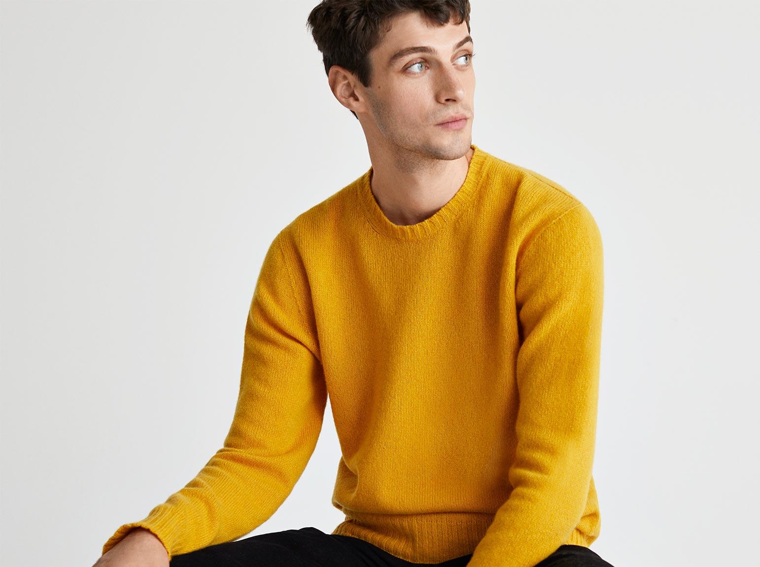 Man wearing yellow cashmere jumper
