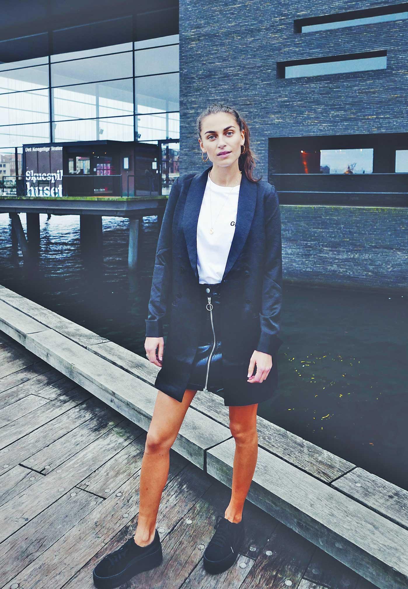 Julie am Hafen Kopenhagen