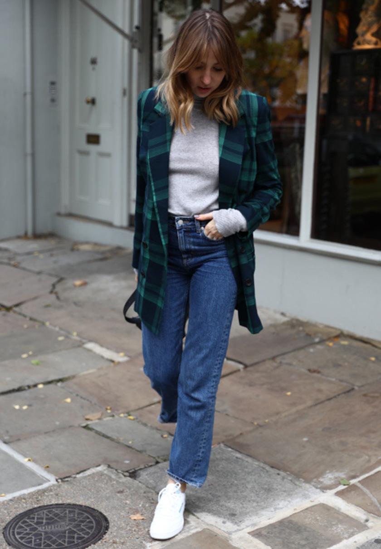 Lizzy im klassischen Look in London