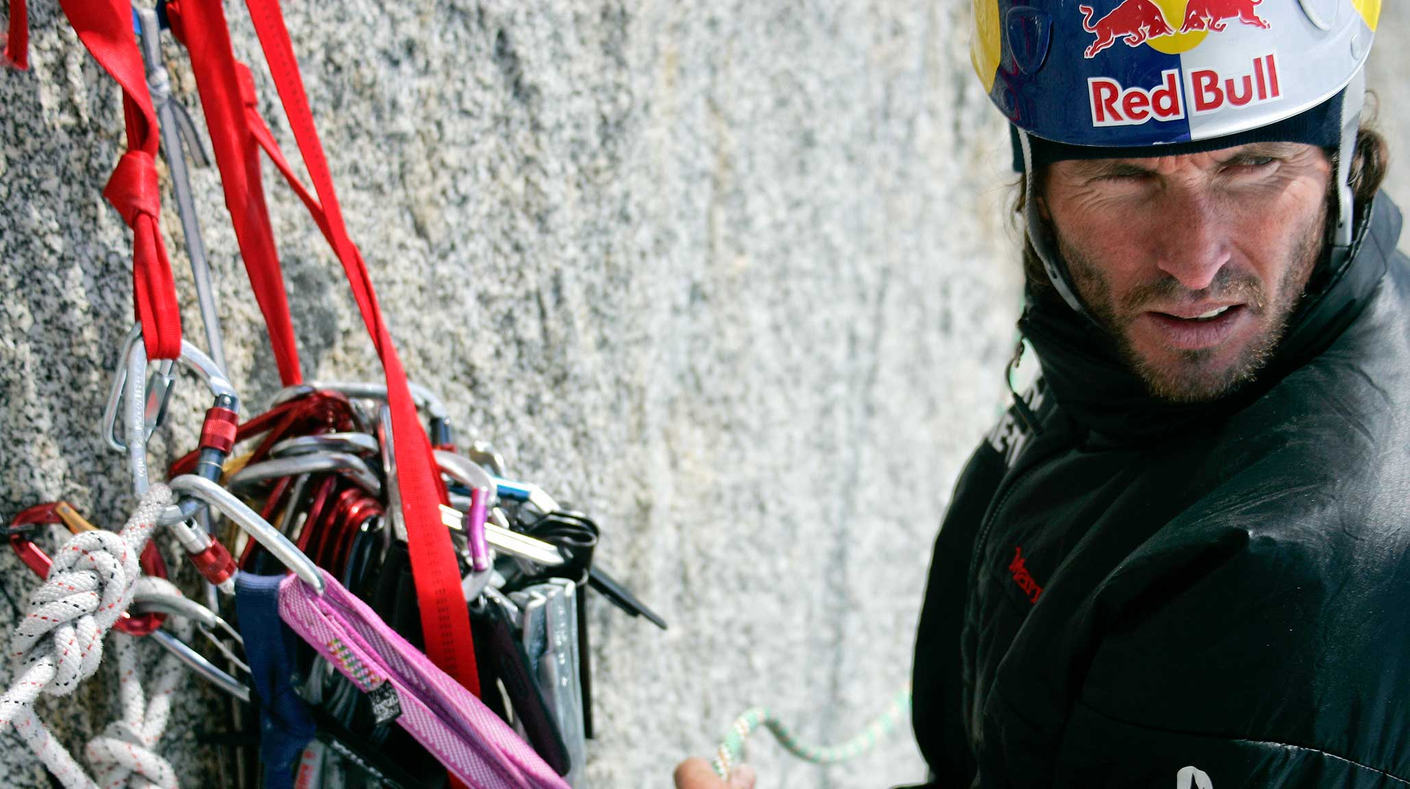 Stefan Glowacz beim Klettern an einer Steilwand