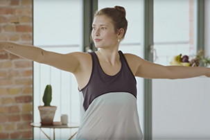 Annie Clarke im reinigenden Yoga-Workout