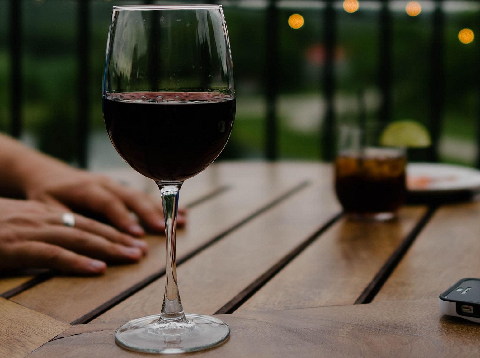 Rode wijn uit kleding
