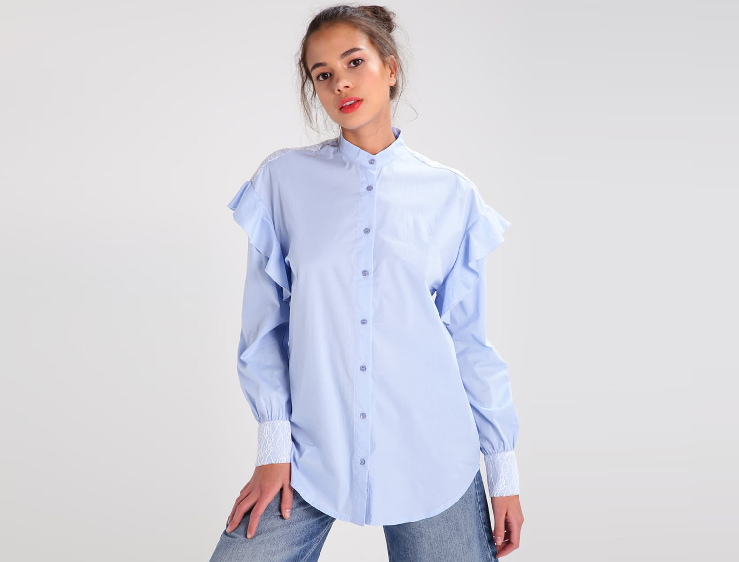 03933188c16fc Mujer con camisa cuello mao azul