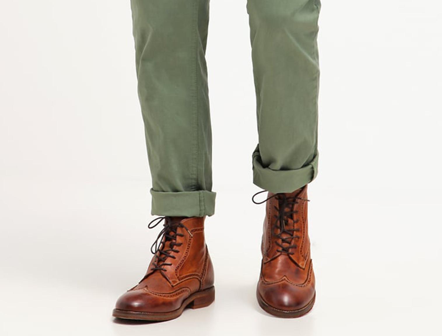Hombre con botas de verano marrones 6f8413797e6ed
