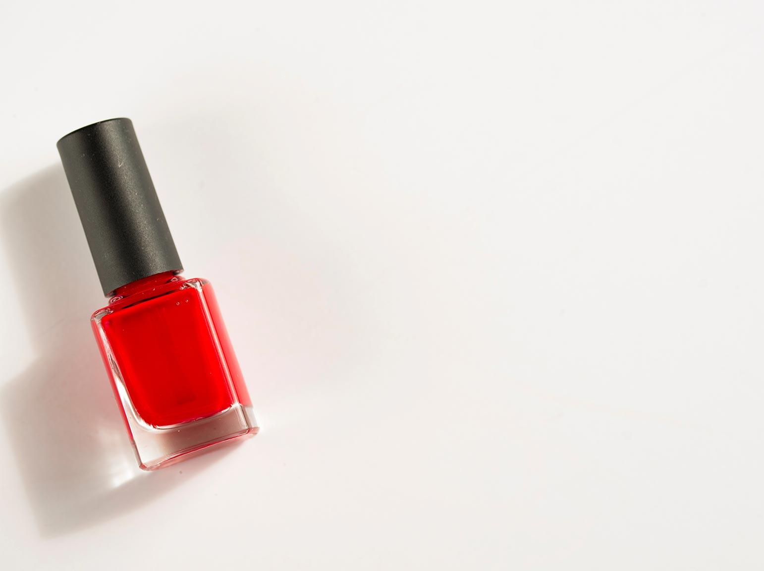 Hoe verwijder je nagellak uit kleding?
